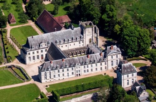 Abbaye St Wandrille Vue aérienne c.jpg