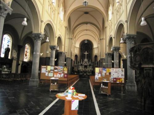 Eglise St Piat intérieur.jpg