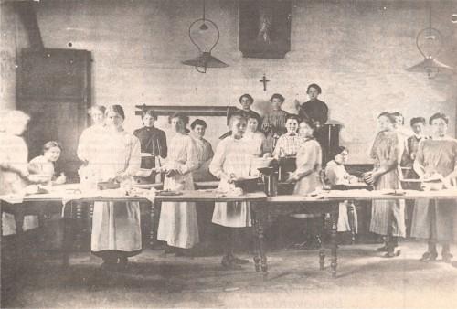 Ravitaillement à Roncq dans les Locaux Paroissiaux - Avril 1918.jpg
